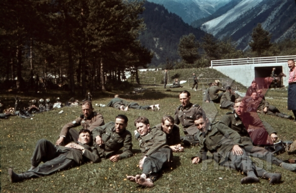 stock-photo-mountain-troopers-resting-in-schnwies-austria-1941-11350.jpg