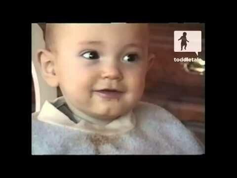 Малыш смеётся как дельфин