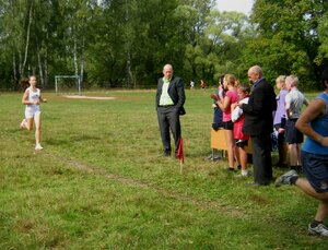Рябчинская школа.16 сентября 2015 года. Легкоатлетический кросс. На дистанции опытная спортсменка Мария Горох.