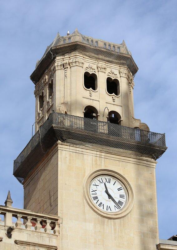 Аликанте. Муниципальная площадь (Plaça de Ajuntament)