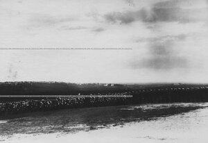 Император Николай II    и генералитет обходят строй  полка.