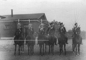 Группа конных драгун полка.