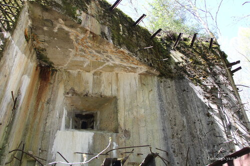 Амбразура над входом