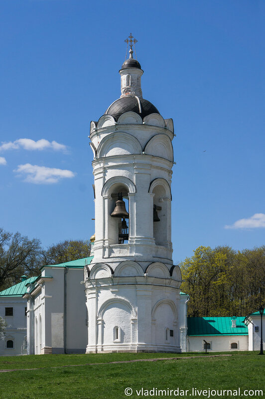 Коломенское. Колокольня церкви Св. Георгия Победоносца. Фокусное 55 мм.