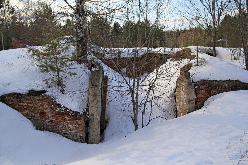Развалины с подземной частью