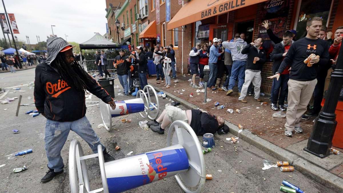 Конец полицейскому государству: Массовые протесты и уличные погромы в Балтиморе (США) (42)