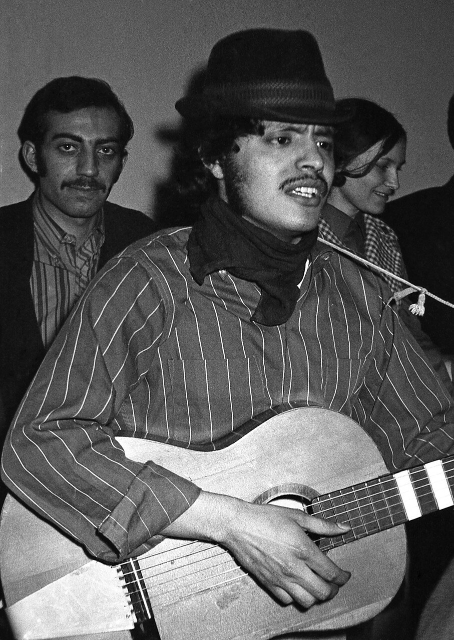 24. Весенний карнавал. С гитарой венесуэлец, за ним Рами из Ливана
