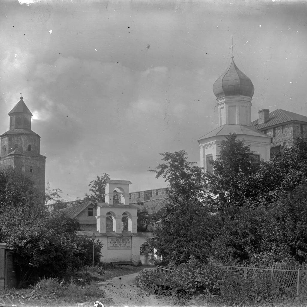 Покровская церковь и башня Кукуй