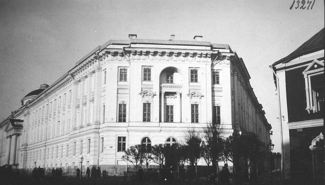 Кремль. Окружной суд