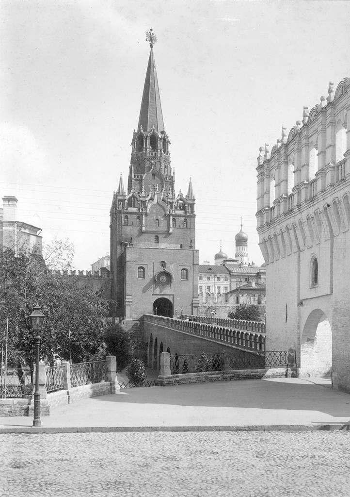 Кремль. Троицкая башня