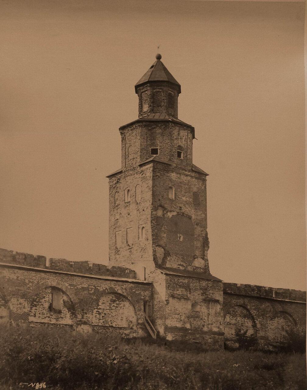 Вид на башню Кукуй в Новгородском Кремле