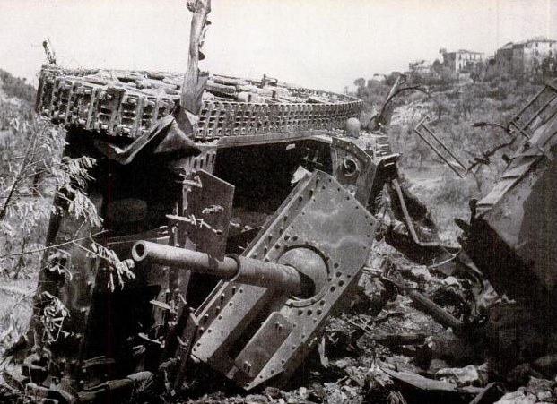 Уничтоженная итальянская 75-мм САУ Semovente da 75/34.
