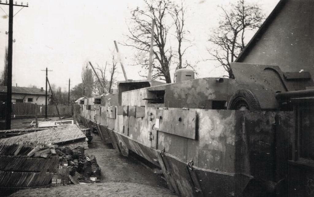 Советский бронепоезд, захваченный немцами на станции Симферополь.