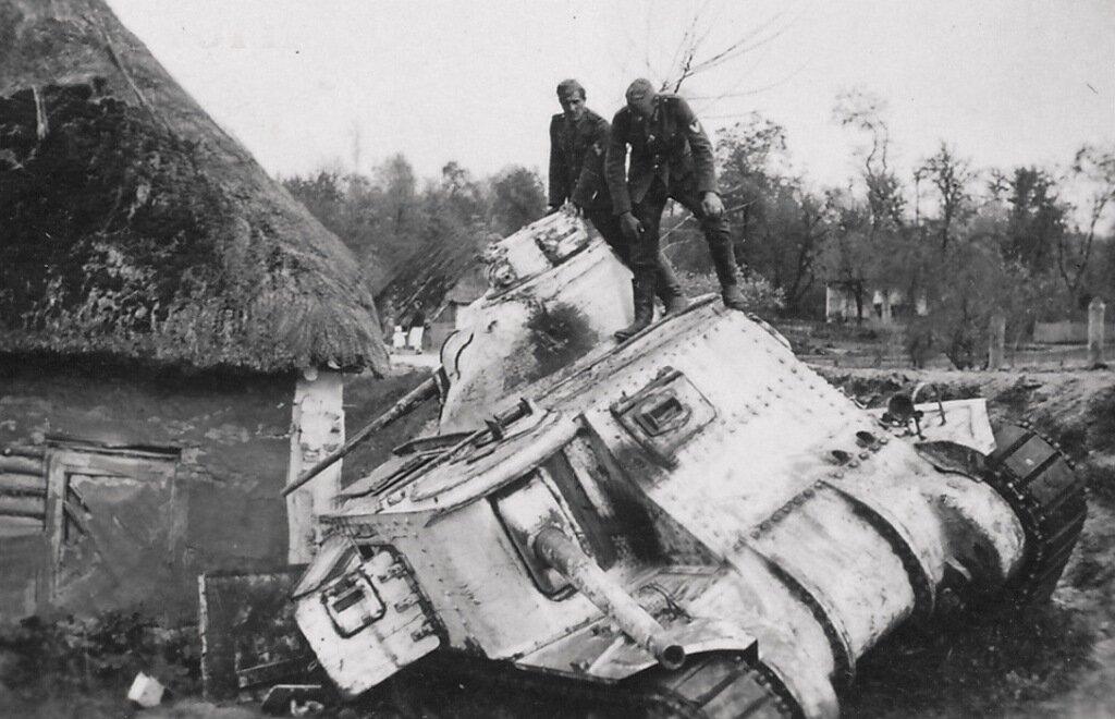 """Брошенный танк М3с """"Ли""""."""