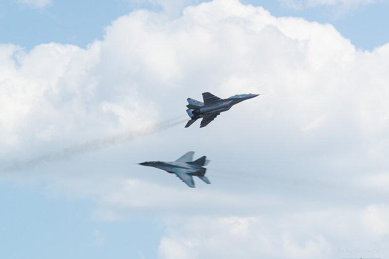 Микоян-Гуревич МиГ-29 (RF-92268 / 35 красный) D805221