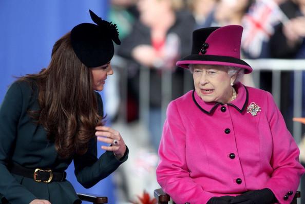 Королева не разрешает Кейт носить обувь на танкетке