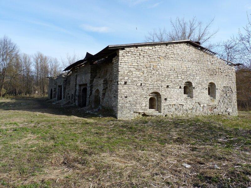 Псков. Руины кожевенного завода на Островке (апрель 2014)