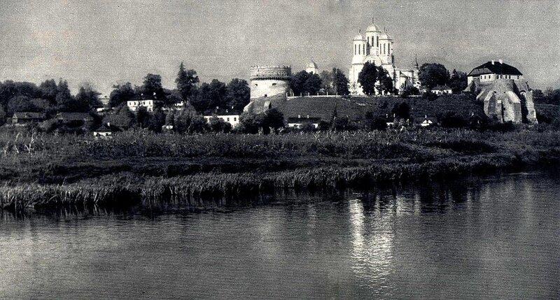 Острожский замок - панорама (ф-о Г.Н.Логвин) 1965.jpg
