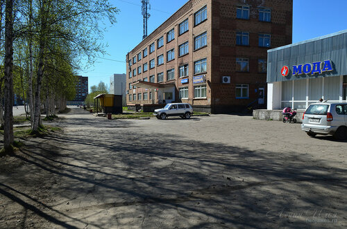 Фотография Инты №7624  Юго-восточный угол Горького 12 (здание бывшего