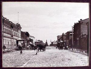 Вид на Дворянскую улицу с южной стороны.