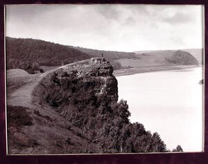 Вид горы Лепешки с Молодецкого кургана на берегу Волги.