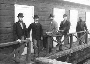Группа  инженеров .