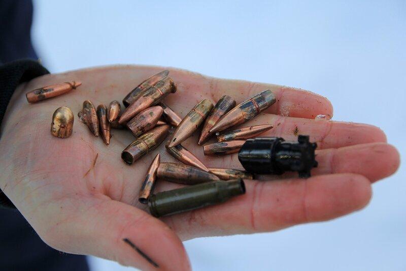 Пули разных калибров, собранные на стрельбище: 5.45, 7.62, 9 мм, охотничья с хвостовиком