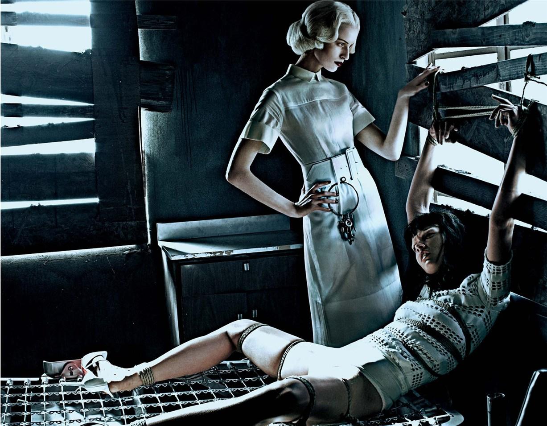 Каролина Куркова и Кристал Ренн / Karolina Kurkova and Crystal Renn by Steven Klein as Institutional White in Interview Magazine march 2012
