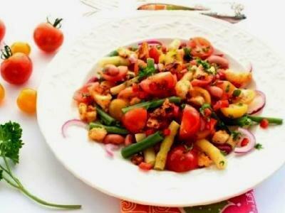 Томатный салат со стручковой фасолью