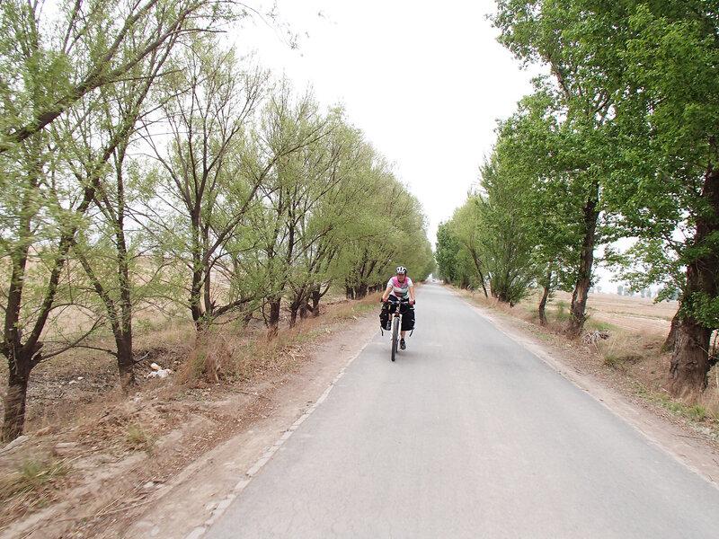 дорога в долине Хэтао