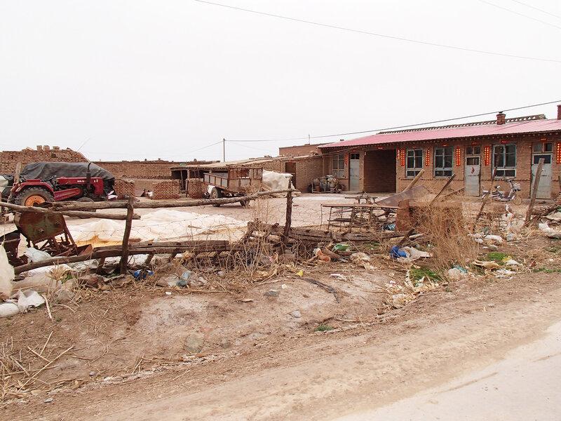 деревенский двор в долине Хэтао, Внутренняя Монголия, Китай