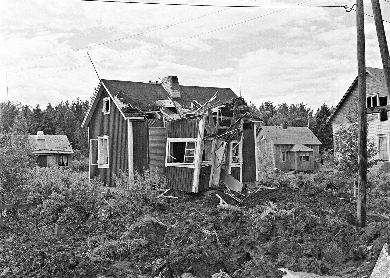 1941. 25 июня.  Пригород Хельсинки. Последствия бомбардировки