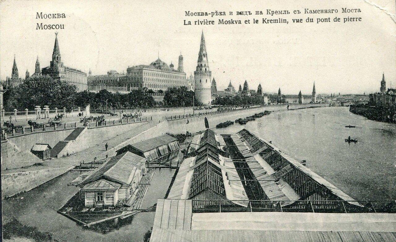 Кремль. Вид на Кремль с Каменного моста и Москва-река