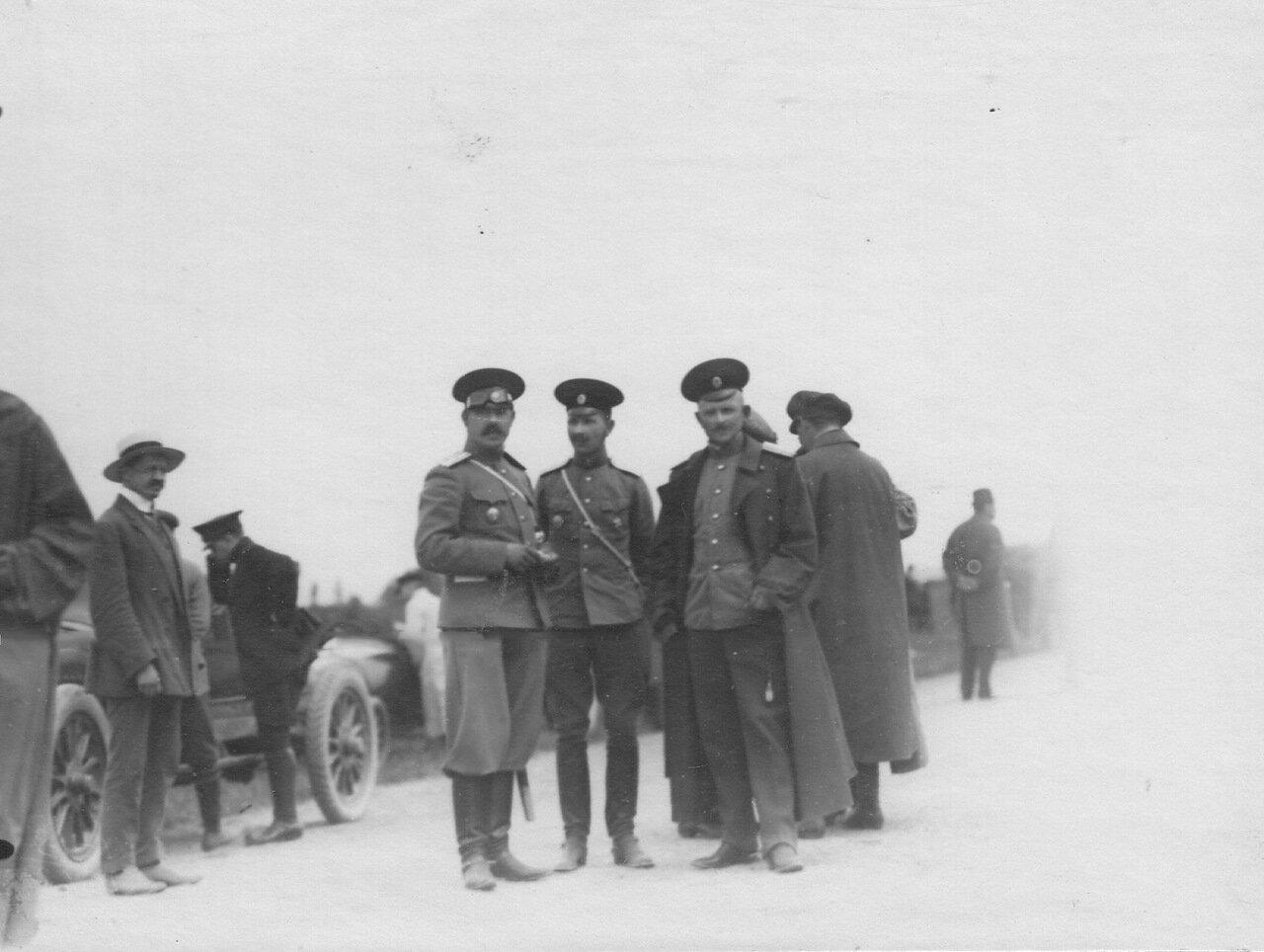 Группа офицеров у финиша