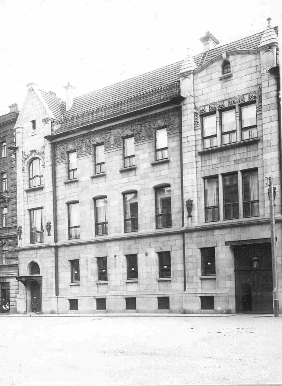 Дом купца I гильдии Ф.Г.Бажанова (Николаевская ул., 72).1912. 01. Фасад дома (архитектор П.Ф.Алешин, 1907-1908)