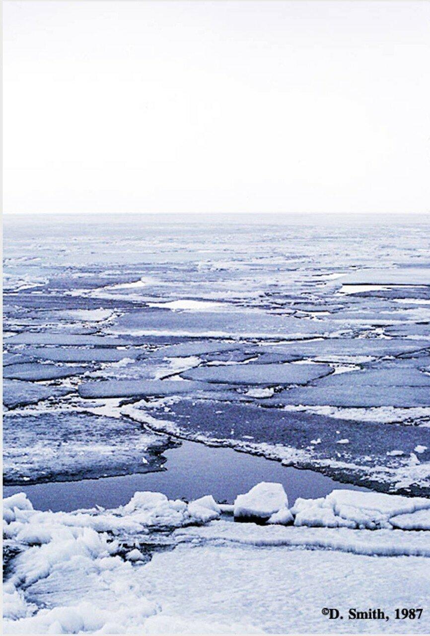 Льдины на озере Байкал