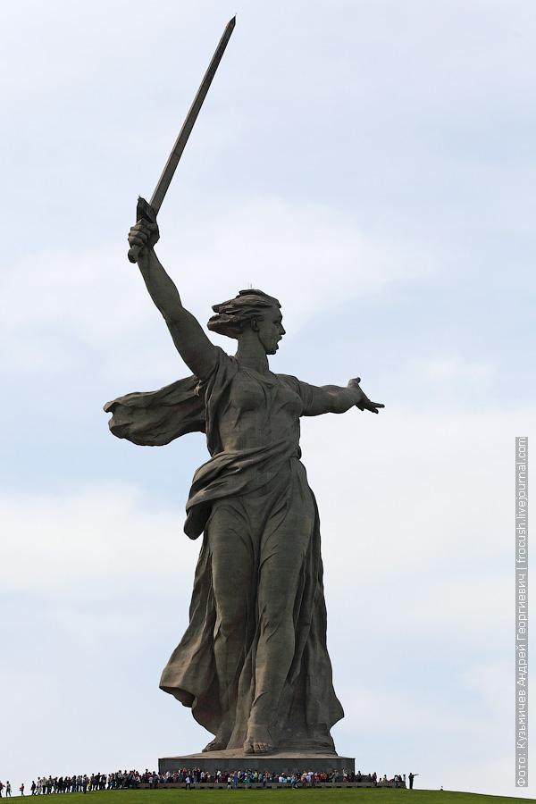 Волгоград Мамаев курган скульптура «Родина-мать зовет!»