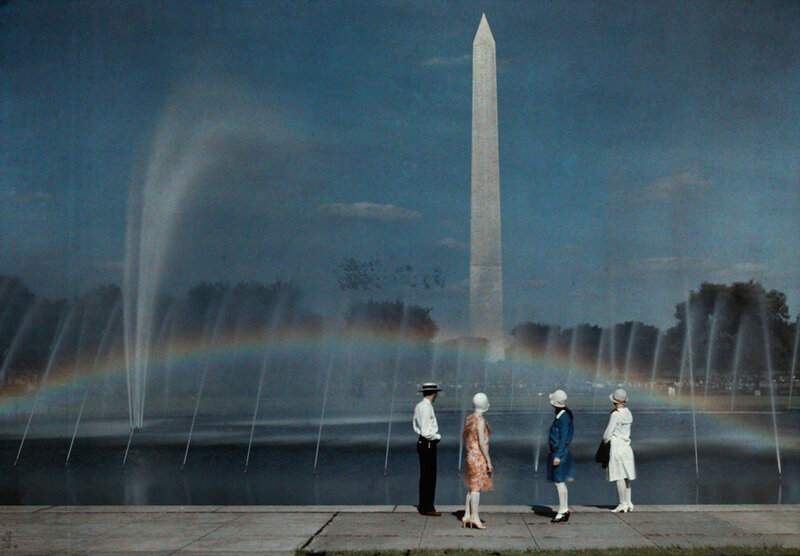 1935 Tourists admire the beauty and size of the Washington Monument by Gayer.jpg