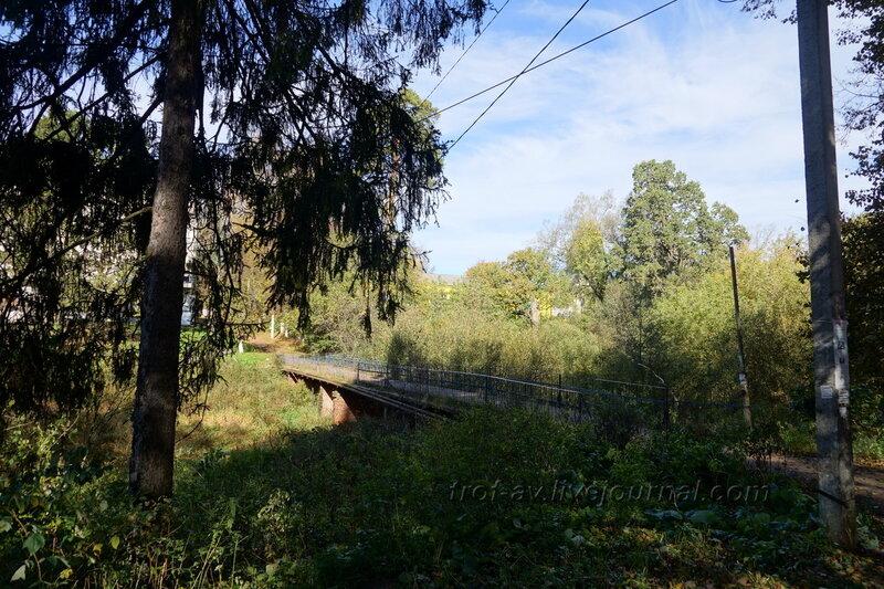 Мост через речушку