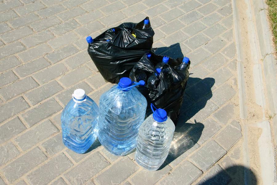 запас воды в пластиковых бутылках
