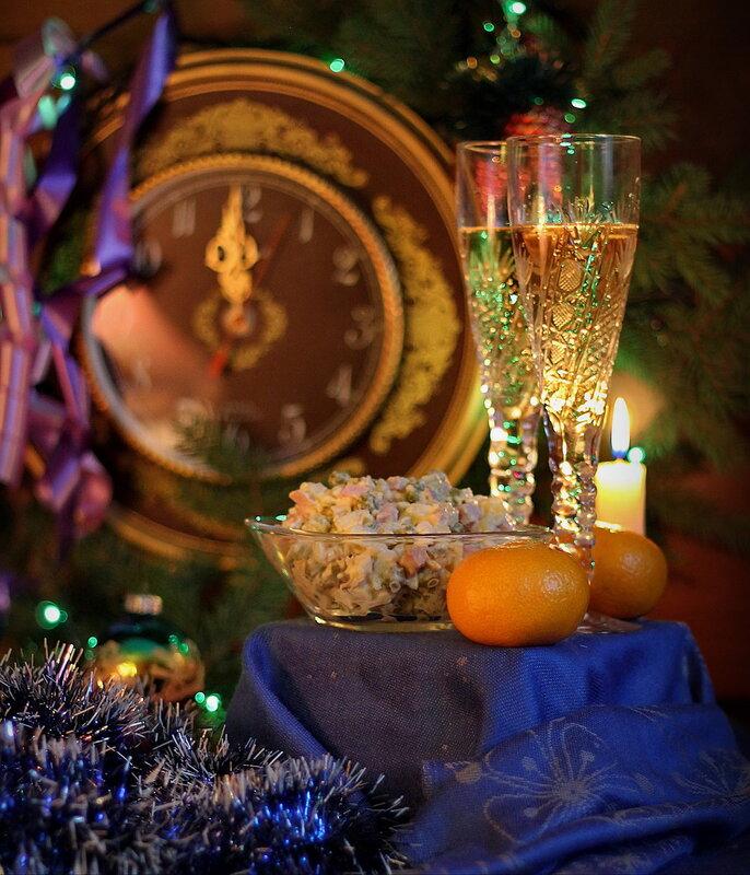 Шампанское играет и искрится, Еще чуть-чуть и чудо совершится!