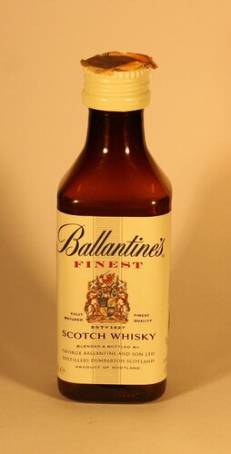 ????? Ballantines Finest Scotch Whisky
