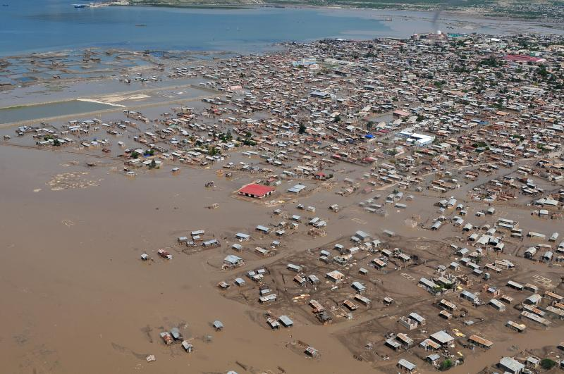 22. Аэрофотосъемка Порт-о-Пренс после прохождения урагана 9 сентября 2008 года. (UPI Photo/William S