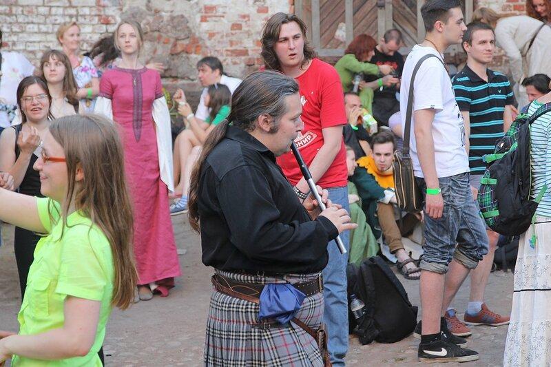 шотландец с флейтой - «Майское дерево 2014»
