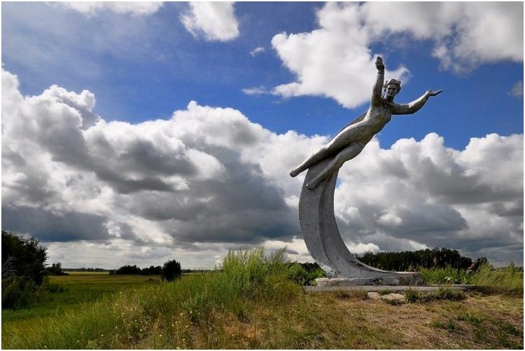 Памятник В.В. Терешковой на месте ее приземления