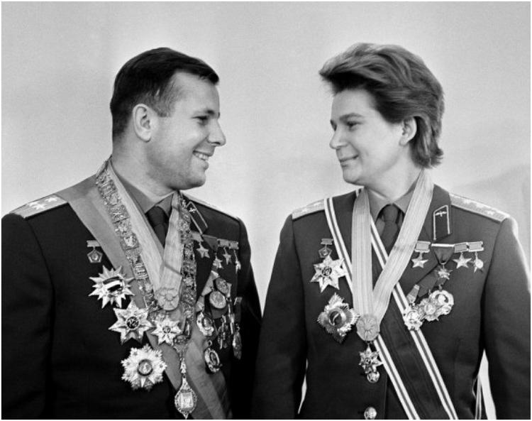 Летчики-космонавты Юрий Гагарин и Валентина Терешкова. 1963 год Валентин Черединцев