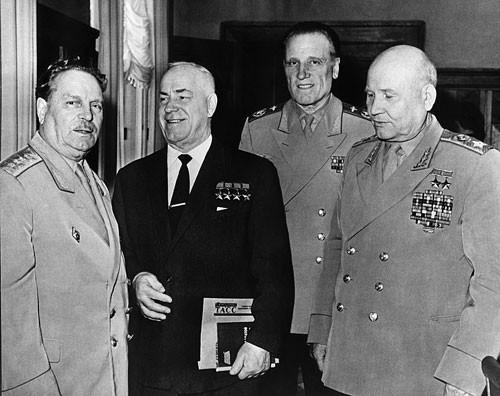 6-И.В. Тюленев, Г.К. Жуков, А.Е. Голованов, И.С. Конев. Начало 1970-х гг.jpg