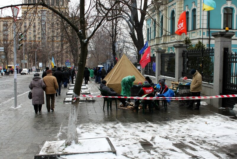 Палатки на Институтской