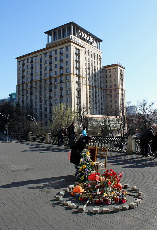 Мемориал под Октябрьским дворцом