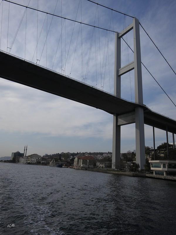 Босфорский мост — первый висячий мост через Босфорский пролив